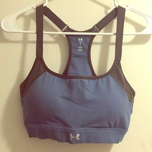 Under Armour sports bra M in excellent condition